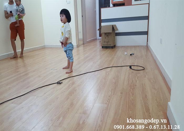 Thi công sàn gỗ Savi SV905
