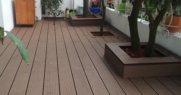 Sân vườn được lát bằng sàn gỗ nhựa