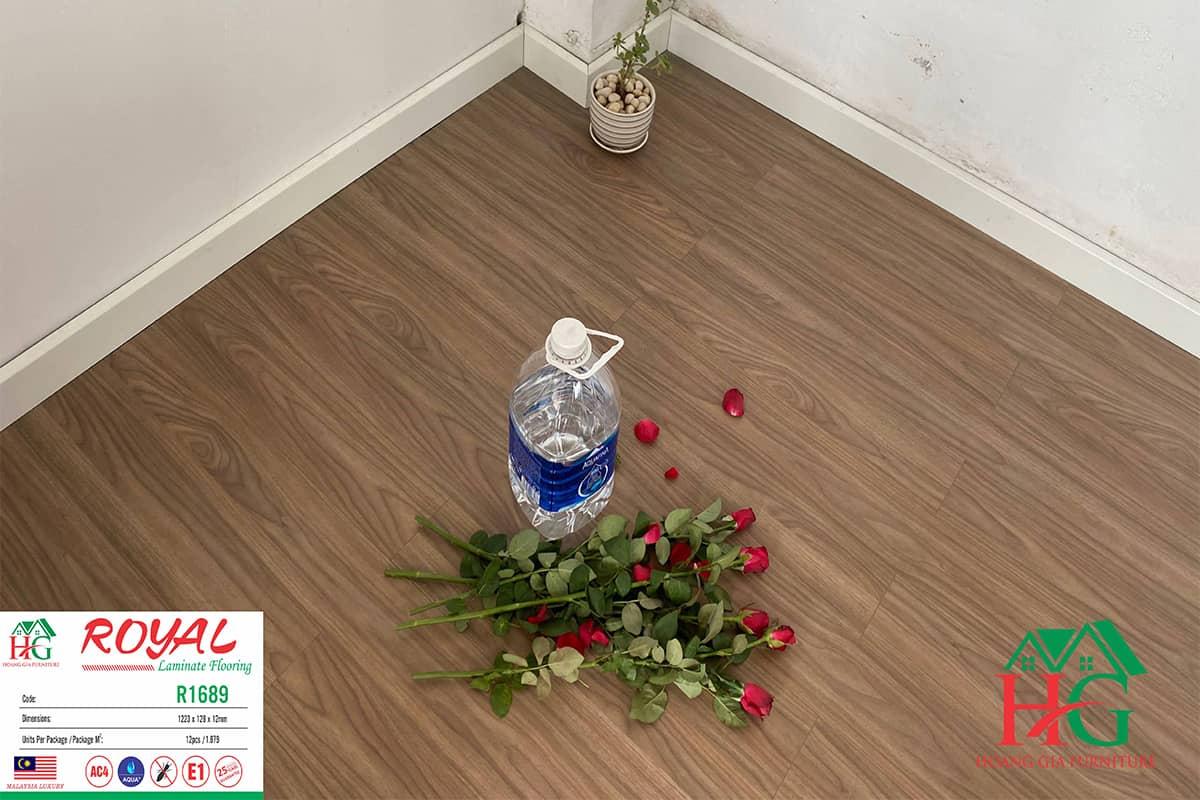 Sàn gỗ màu óc chó R1689