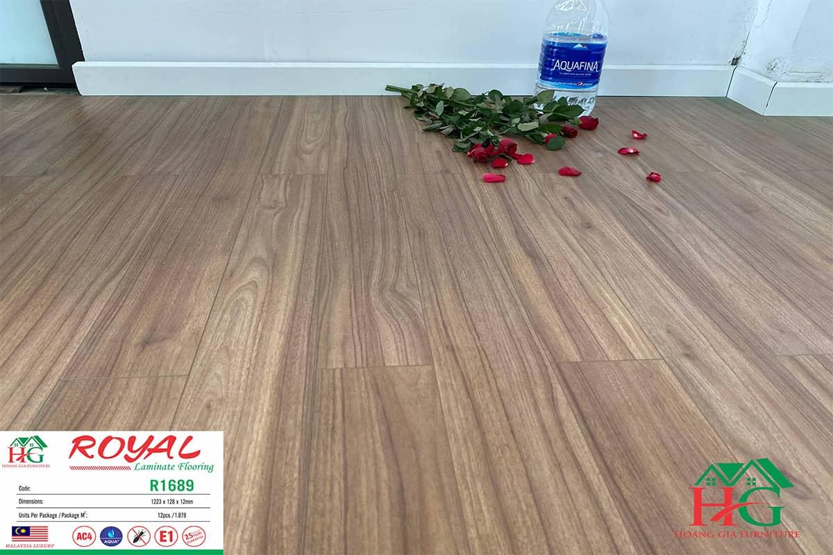 Sàn gỗ màu óc chó royal