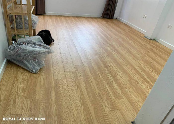 Sàn gỗ màu vàng royal-R1698