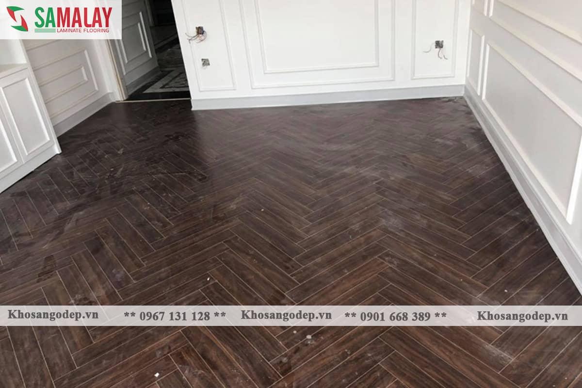 Thi công sàn gỗ xương cá Samalay FB82